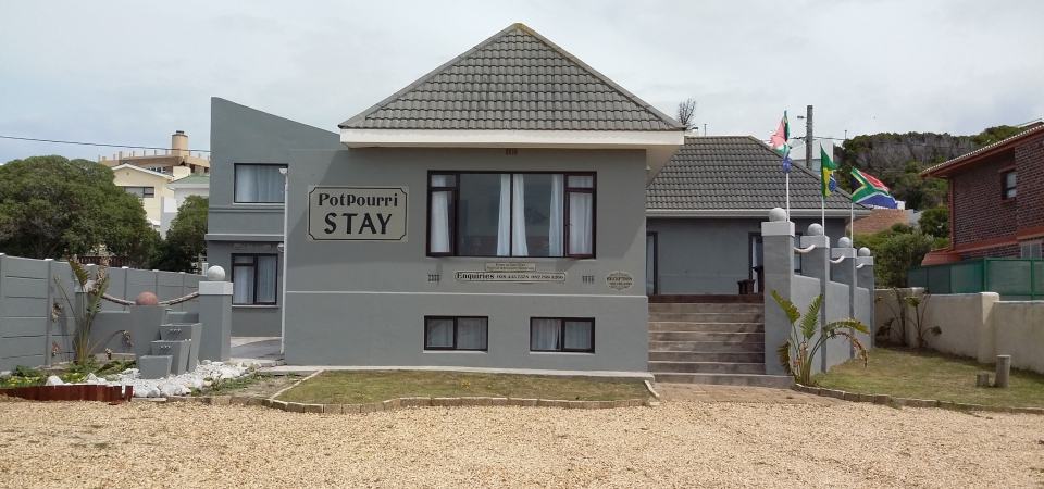 Offering a Restaurant, Potpourri Stay is Located in Agulhas